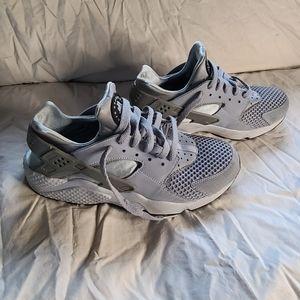 Nike air hurarache wolf grey and white size 8.5